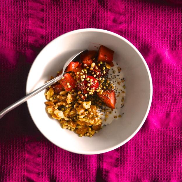 healthy yogurt breakfast bowl