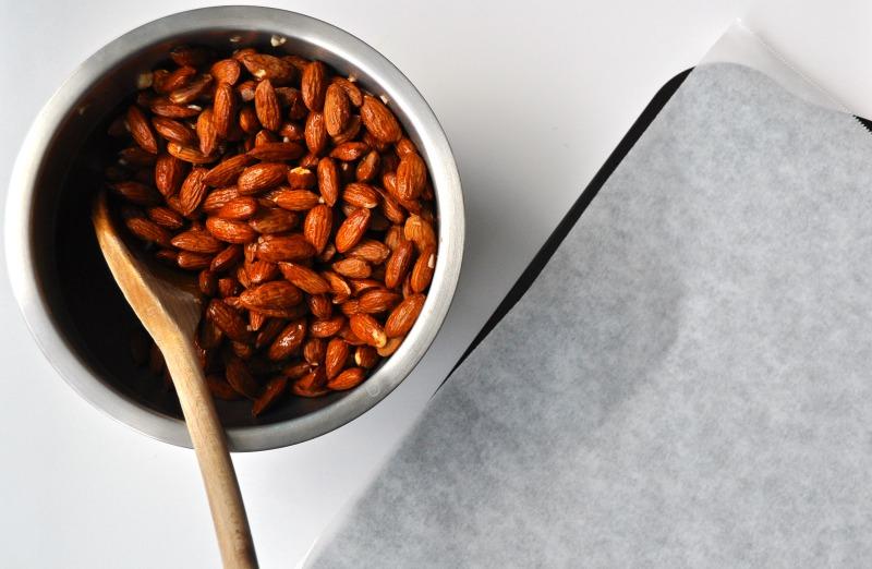 garlic roasted almonds