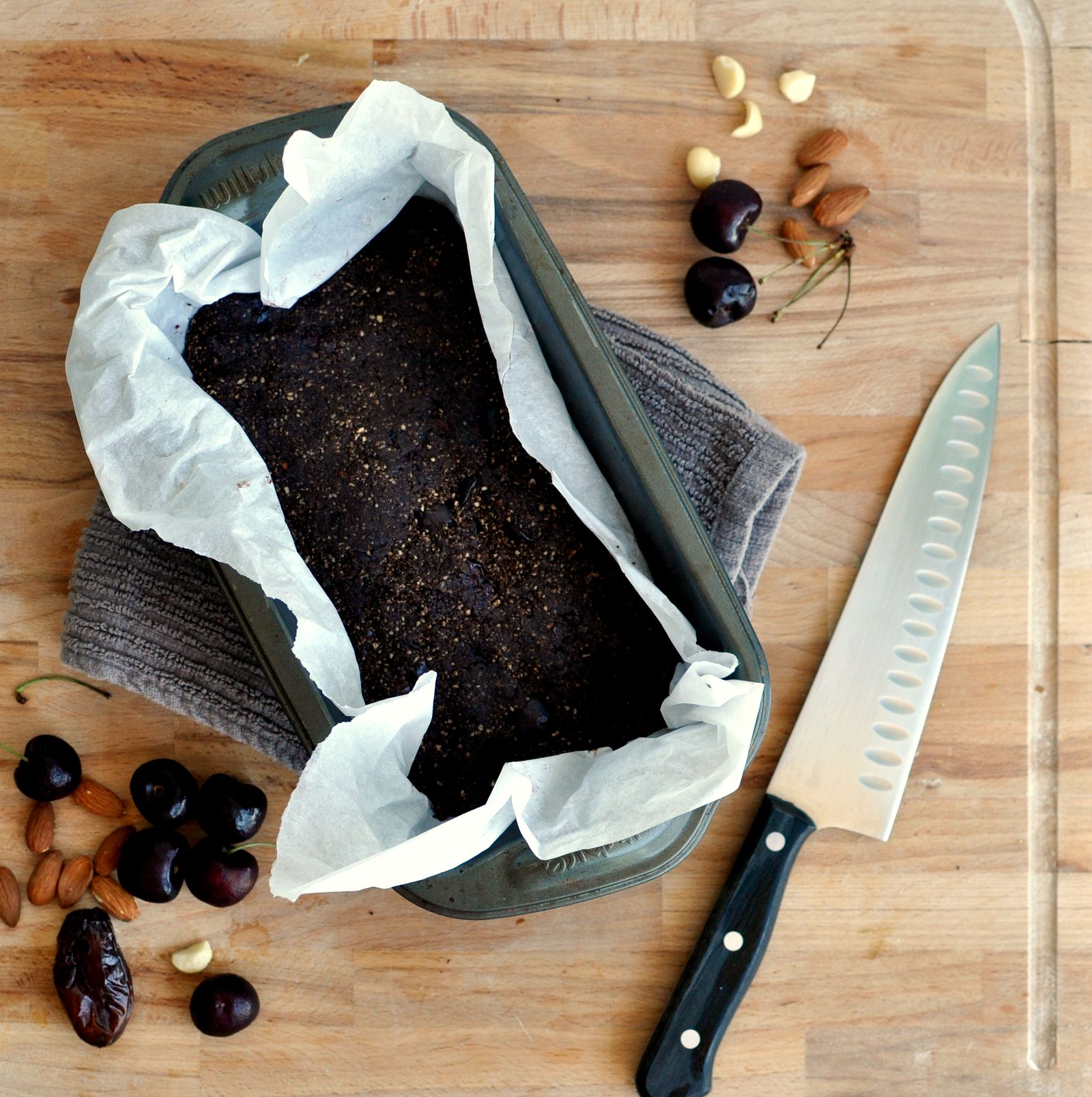 chocolate and cherry raw brownies