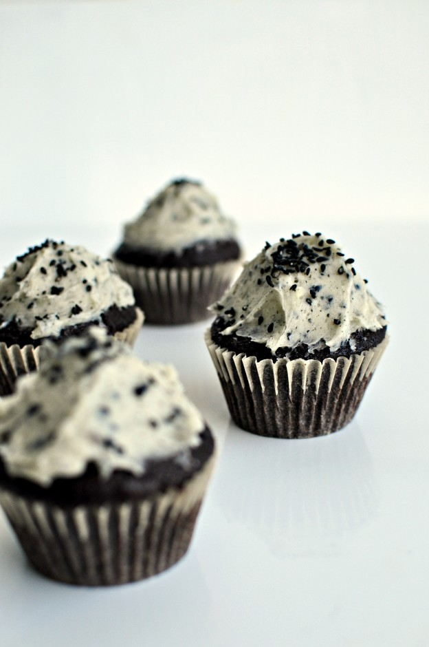 black sesame and chocolate cupcakes