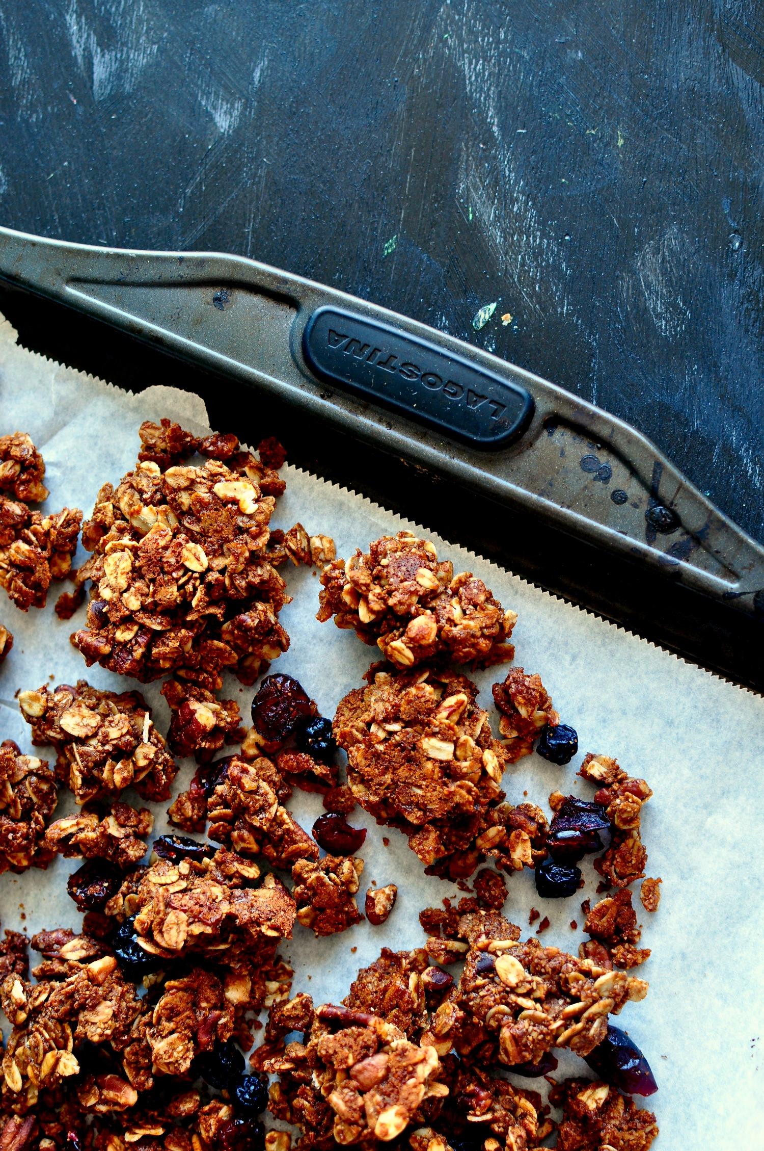 gingerbread granola clumps