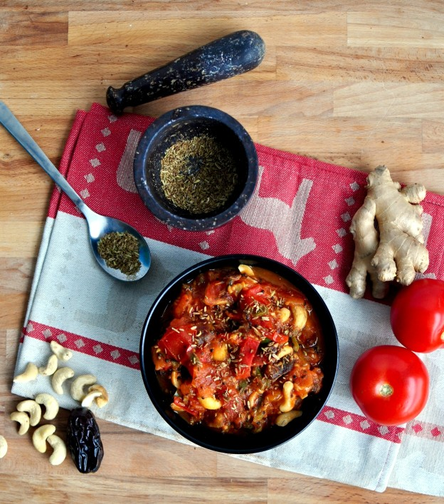 Cashew date tomato chutney