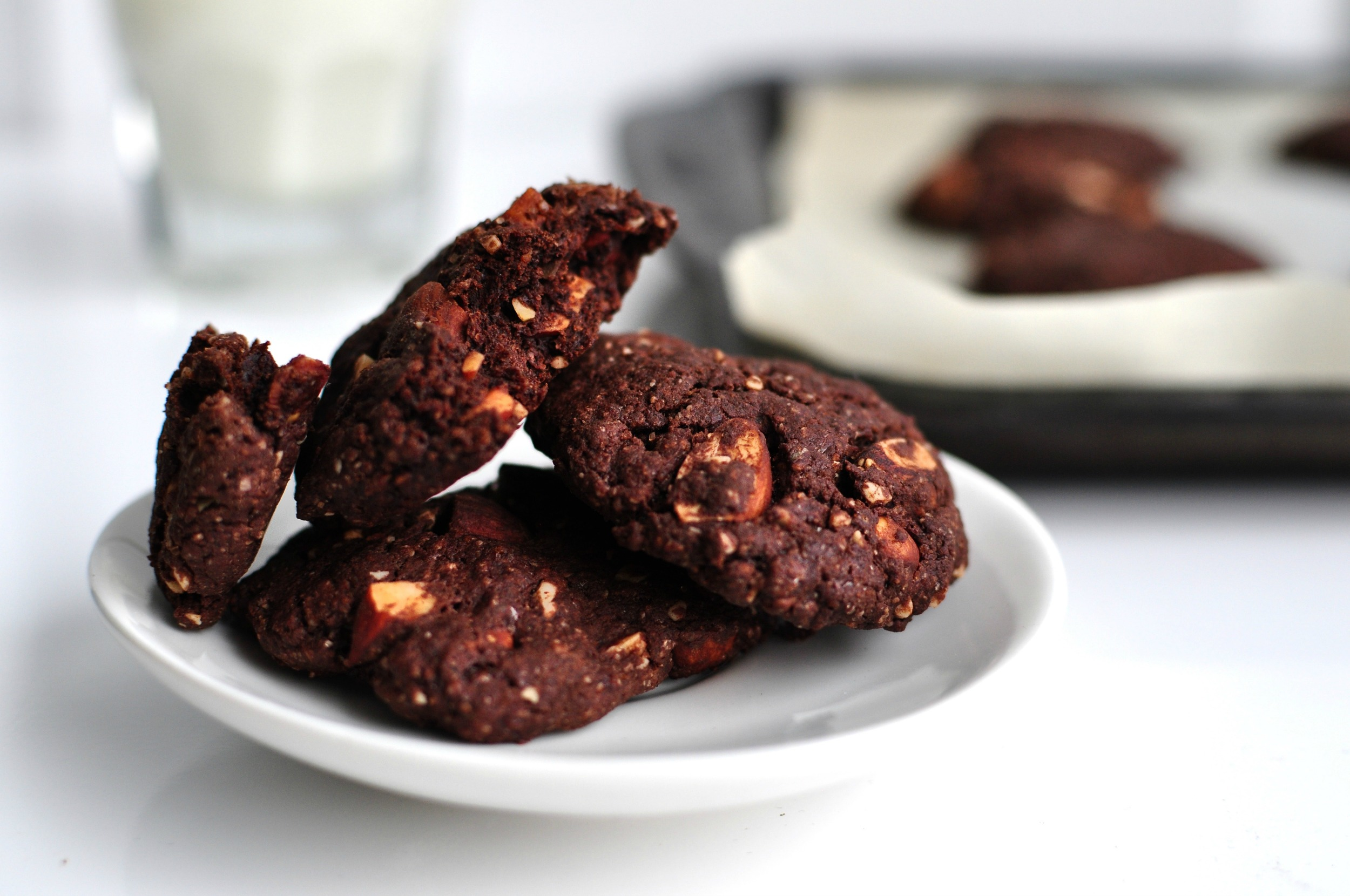 vegan chocolate almond cookies